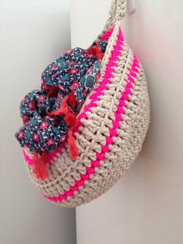 Small crochet hanging basket
