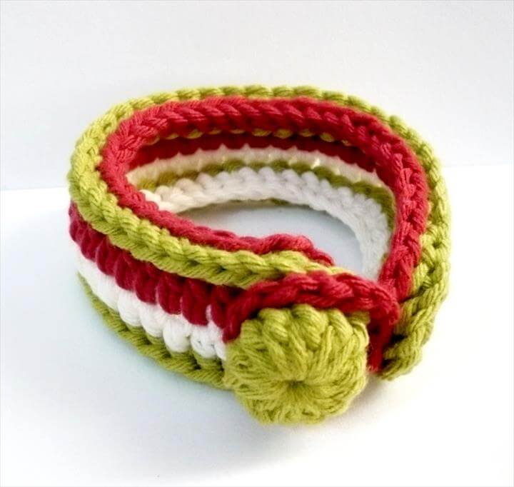 Tutorial for crocheting a bracelet in Cream, Maroon and Olive Green (Chrissy)
