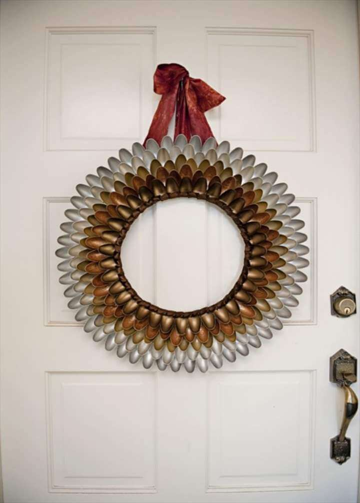 diy wreath from plastic spoon