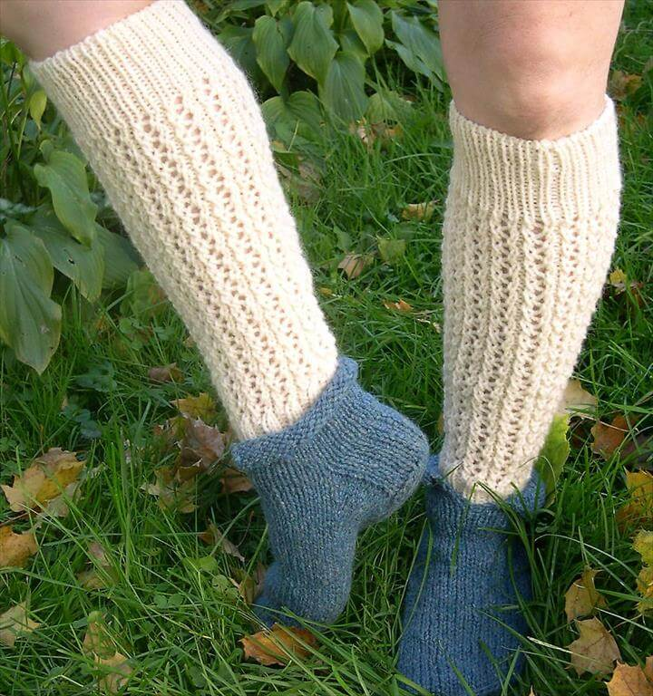 Free crochet pattern for bernat satin petite legwarmers. You can easily make them longer by doing more repeats of the pattern.