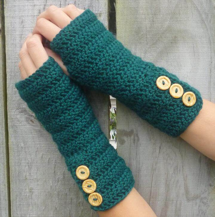 GREEN Wool crochet arm warmers, fingerless gloves, with fancy buttons