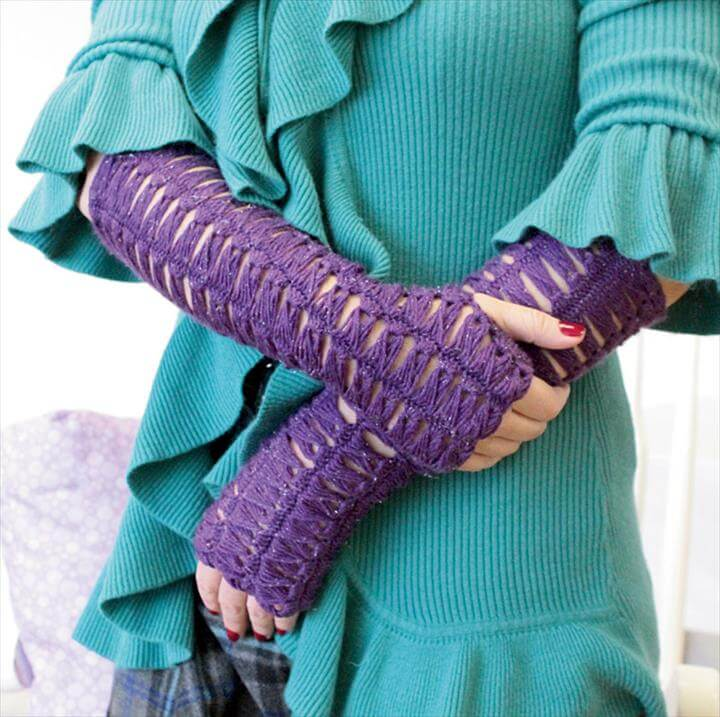 Enlarge photo of fingerless gloves.