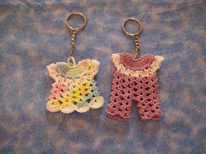 amazing-dress-crochet-keychain