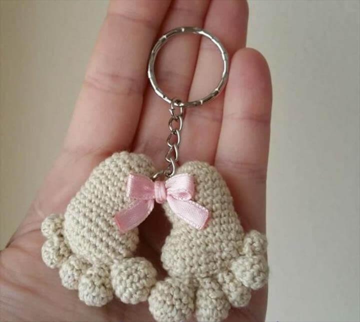 baby-foot-crochet-keychain