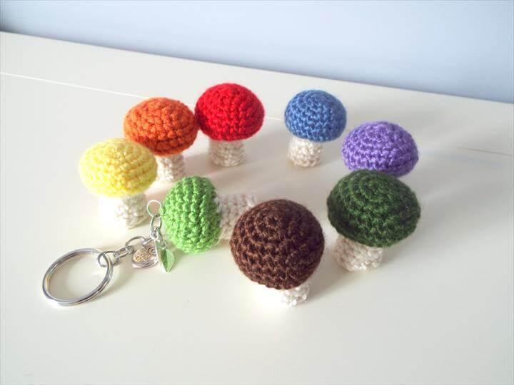 crochet-mushroom-keyring
