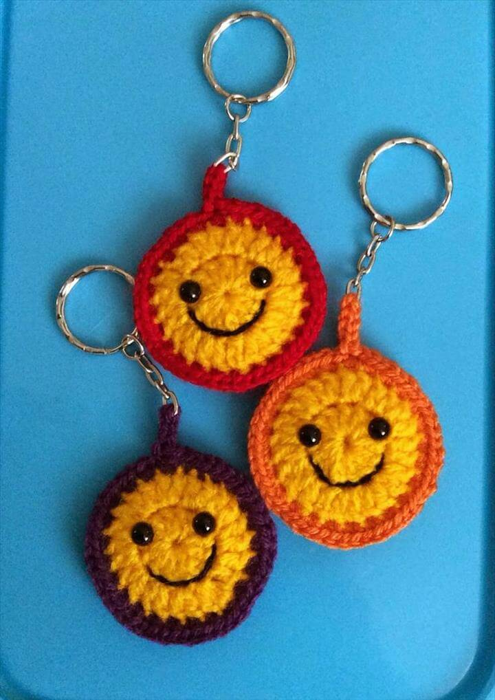 crochet-smile-keyring-pattern