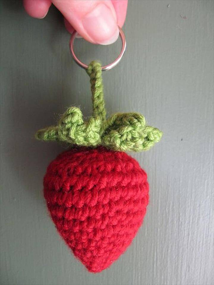 crochet-strawberry-keyring