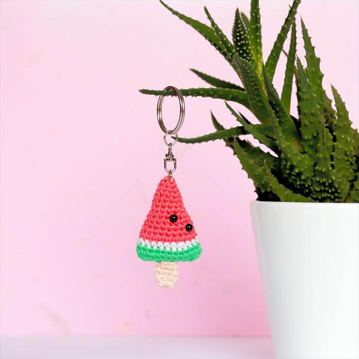crochet-watermelon-keychain
