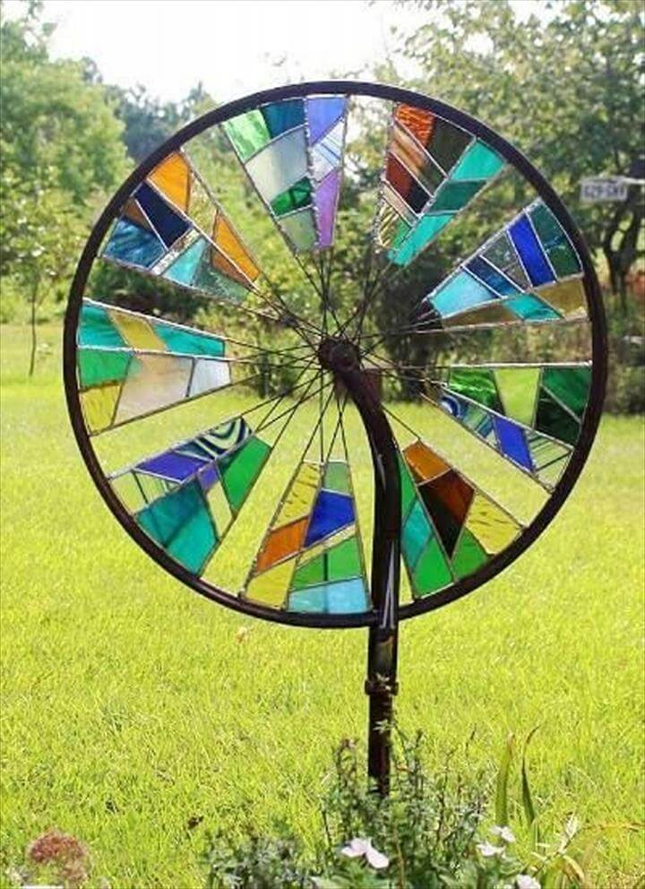 DIY Upcycled bicycle wheel for garden