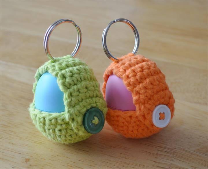eos-crochet-lip-balm-keyring