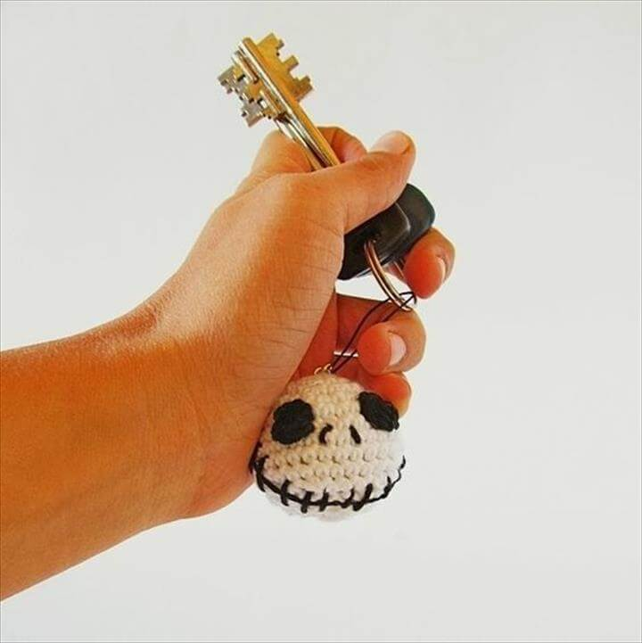 halloween-jack-skellington-keychain-crochet-pattern