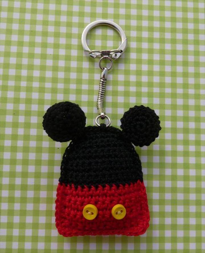 mickey-mouse-crochet-keychain