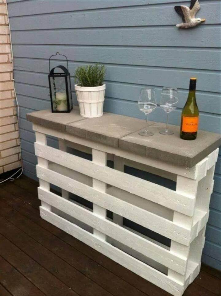 Outdoor Pallet Furniture DIY ideas and tutorials -Pallet Wine Bar