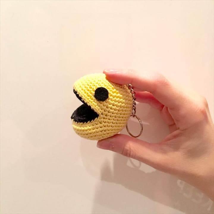 pac-mac-crochet-keyring