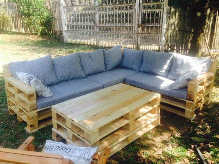 wood pallet couch images 40 creative pallet furniture diy. Black Bedroom Furniture Sets. Home Design Ideas