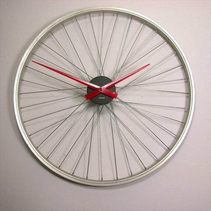 Upcycling ideas with bicycle parts wall clock