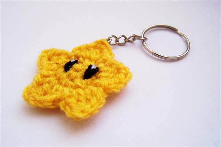 yellow-star-crochet-keychain