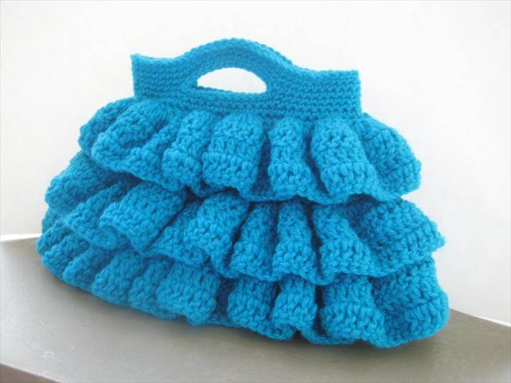 Bella Ruffled Bag (Free Crochet Pattern)