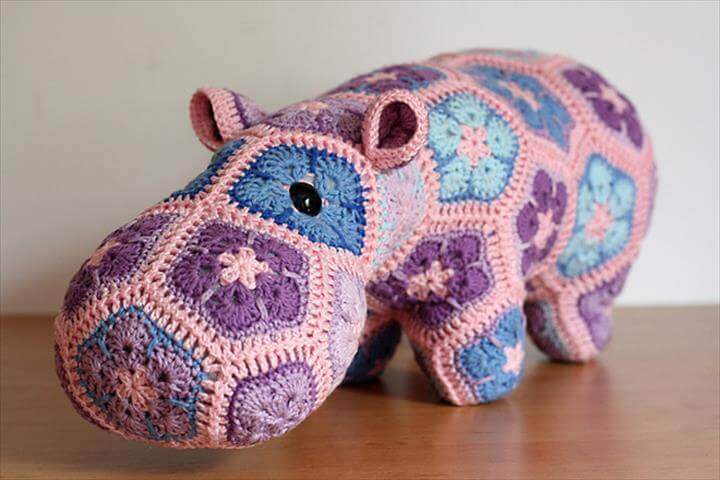 This Happypotamus crochet pattern is the best!! I love all things hippo but this one, made with the African flower motif, is so rad!