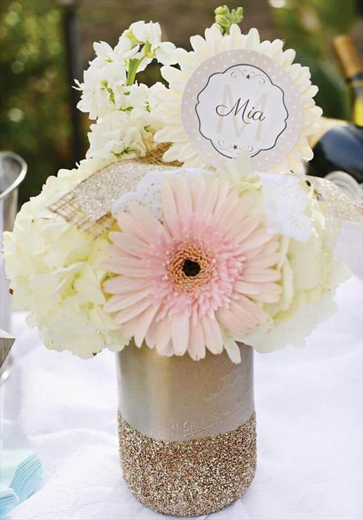 Baby Shower Mason Jar, mit schönen weißen Blumen