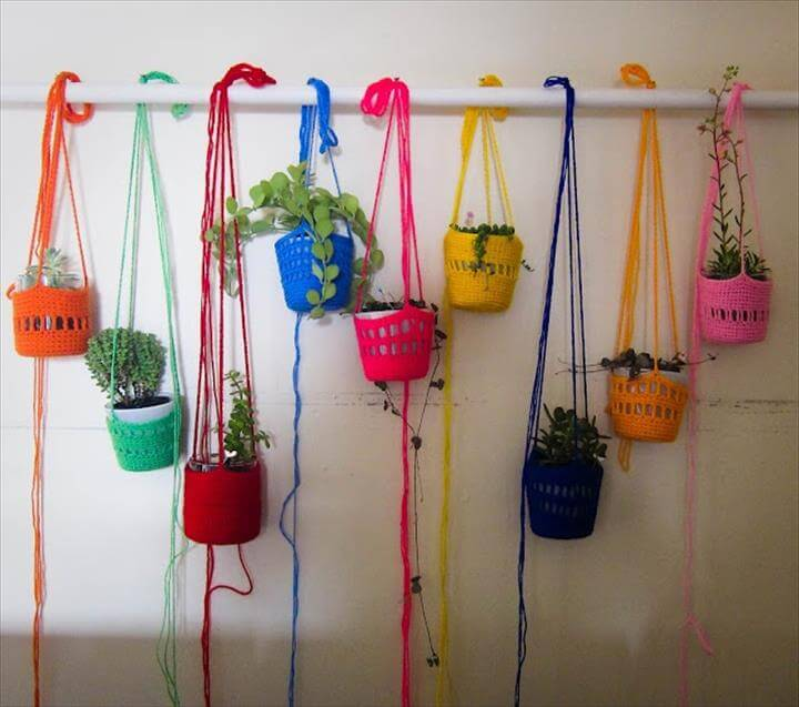 CROCHET plant holders // These are really pretty and could make some amazing indoor plant