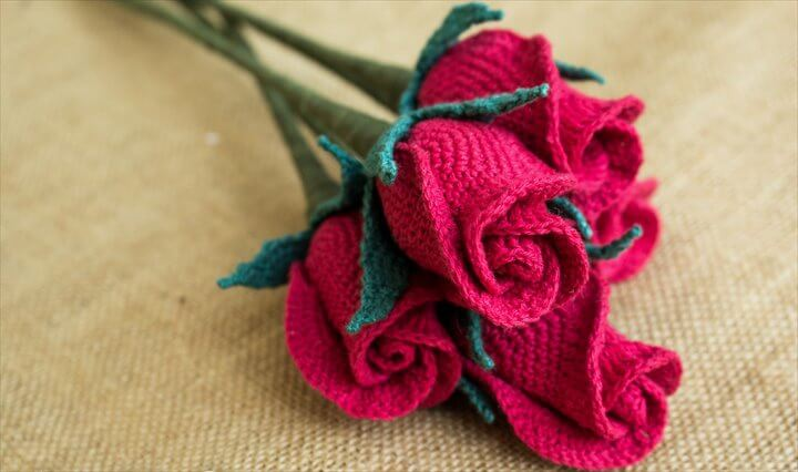 Crochet Rose Flower in a Closed Shape, A beautiful & romantic closed Rose for your loved ones, or as a rose bouquet to decorate your home or table.