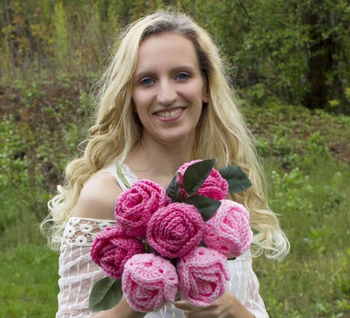 DIY Free Pattern and YouTube Tutorial Video Easy Crochet Crocheted Rose Roses Flower Flowers Rosa Rosas