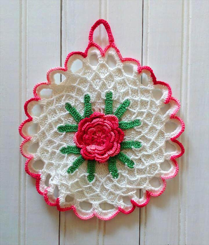 Collecting Vintage Crochet Potholders :