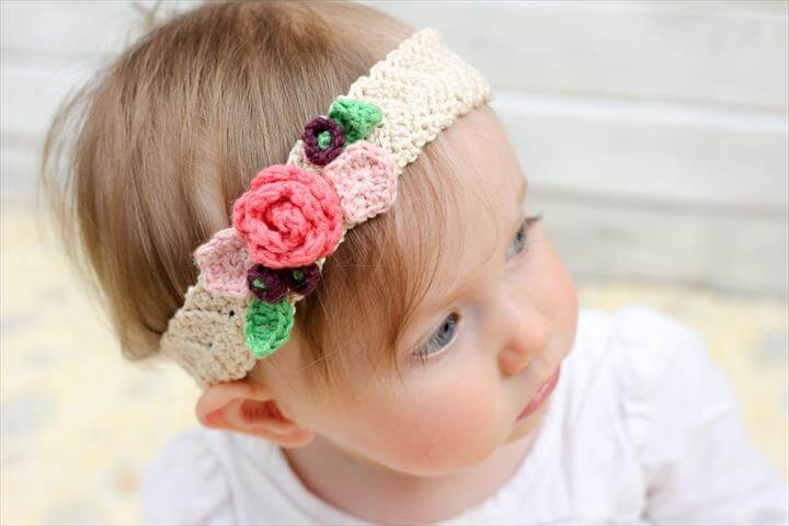This free crochet headband pattern with flowers is surprisingly easy and it makes an adorable headpiece