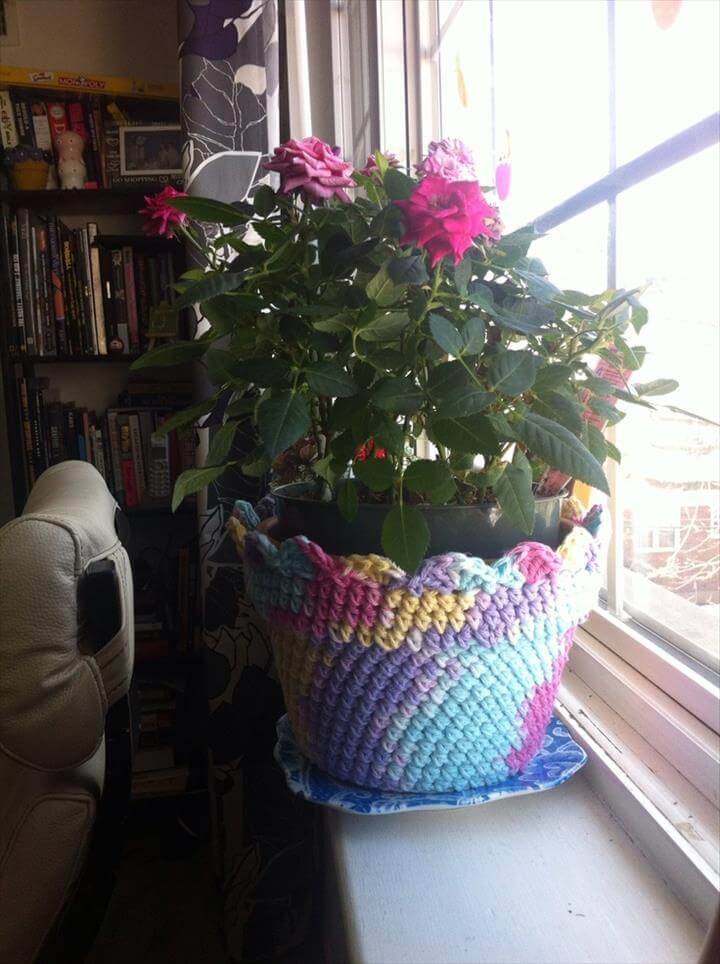 33 Easy Crochet Flower Pot & Plant Cover Ideas | DIY to Make