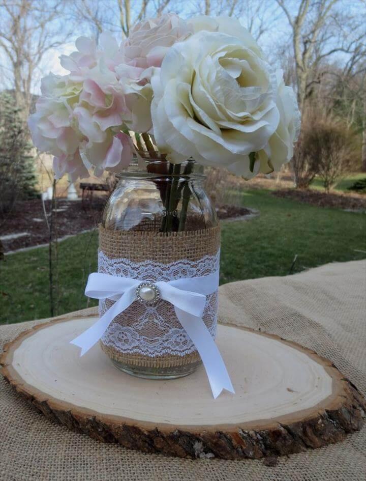 Kreative Mason Jar- und Holz-Hochzeitsmittelstücke
