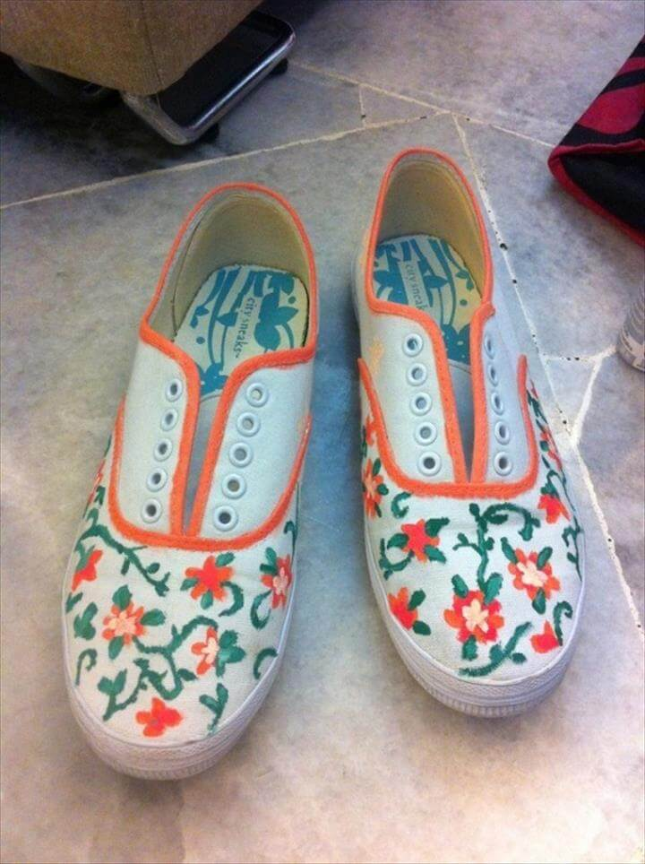 Jolene from Crafty Super Mom (love her blog name!) shared the tutorial for this pair of hand painted shoes on her blog.