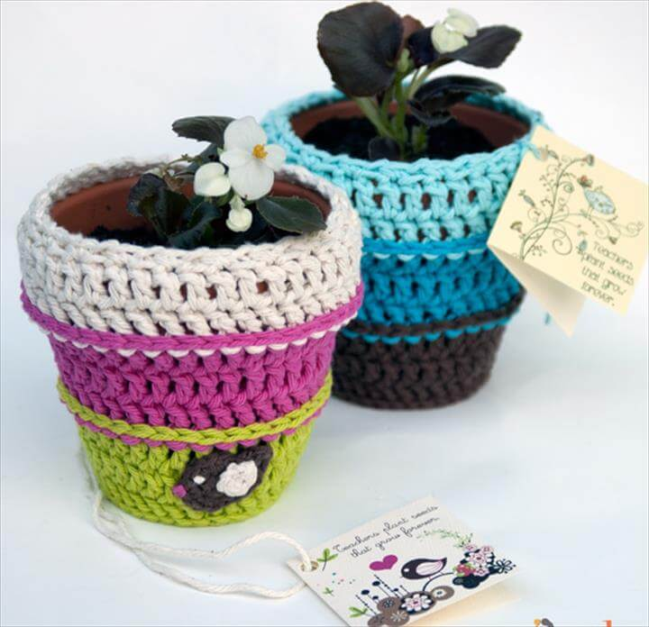 Planting Seeds Flower Pot Cozy - free crochet pattern with matching printable card! Great teacher