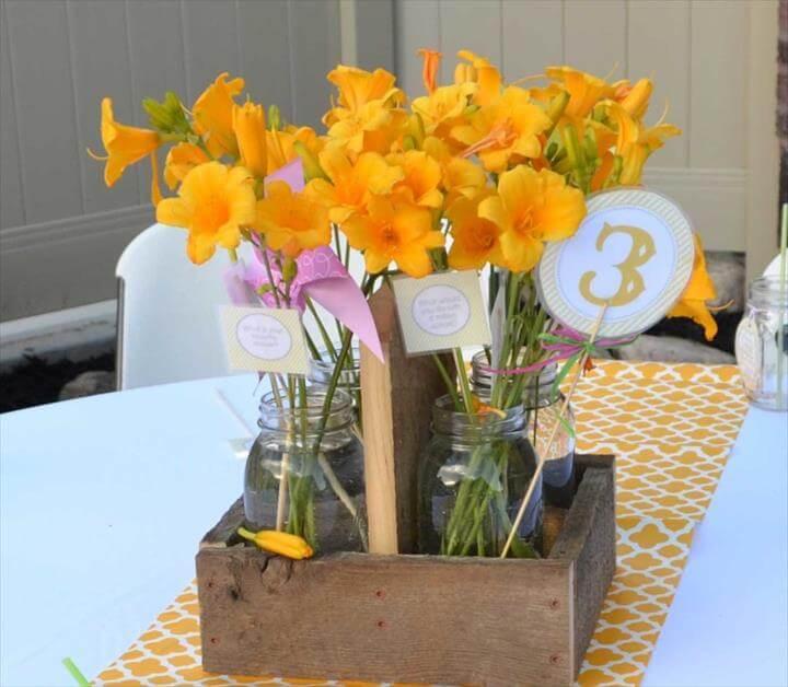 Das perfekte Centerpiece für eine rustikale Hochzeit oder Party! Kostenlose Pläne für ein DIY-Quadrat