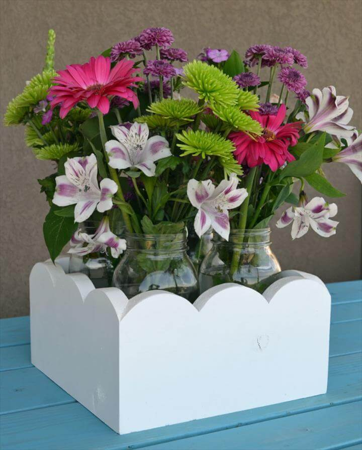 Cute planter boxes for a party, wedding or your kitchen table. Free plans to