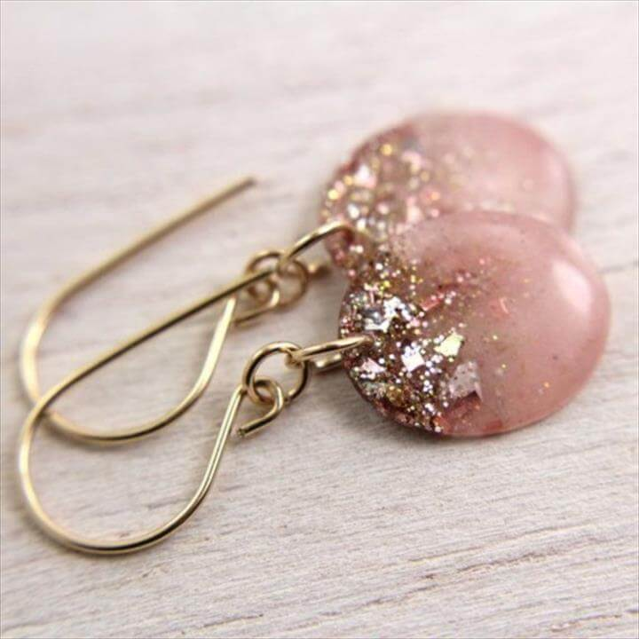 Cool Nail polish jewelry Ideas, Resin Earrings, Pink Earrings, Pretty Earrings, Glitter Earrings, Jewelry Earrings, Jewelery, Pretty Jewelry, Beautiful Jewelry, Easy Diy Earrings