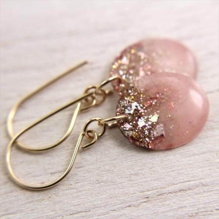 Cool Nail polish jewelry Ideas, Resin Earrings, Pink Earrings, Pretty Earrings, Glitter Earrings, Jewelry Earrings, Jewelery, Pretty Jewelry, Beautiful Jewelry, Easy Diy Earrings