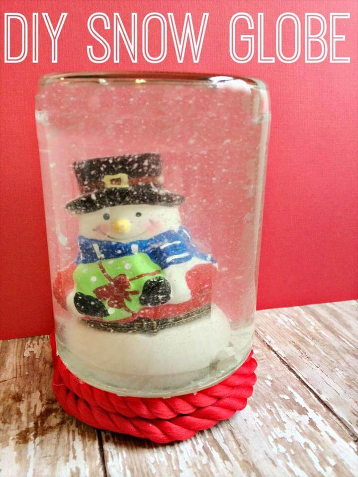 DIY: Easy Snow Globe