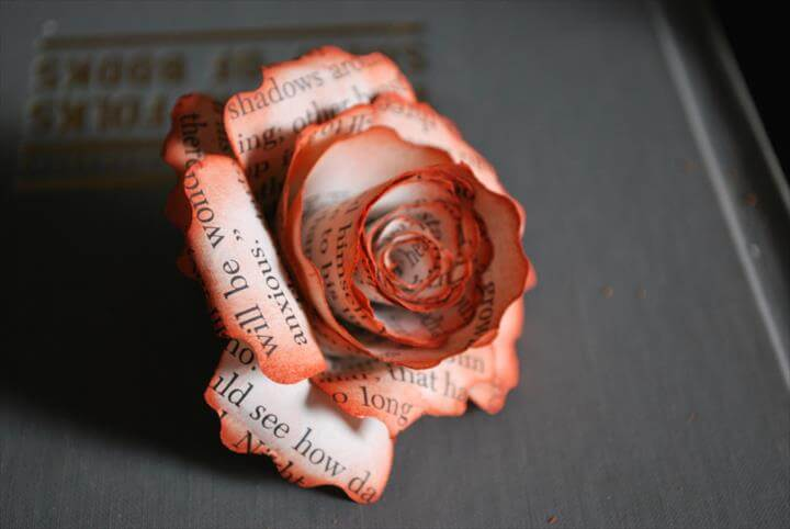 Dusted paper flowers made using old book papers → Tutorial
