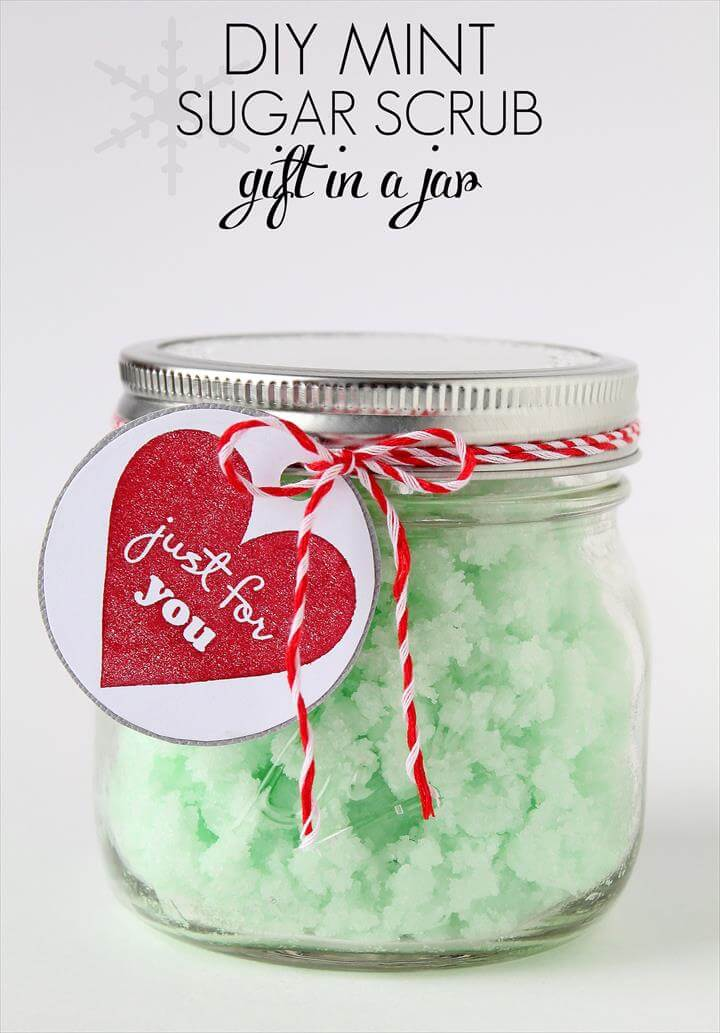 Homemade Mint Sugar Scrub in a Mason Jar - a perfect gift idea for the holidays