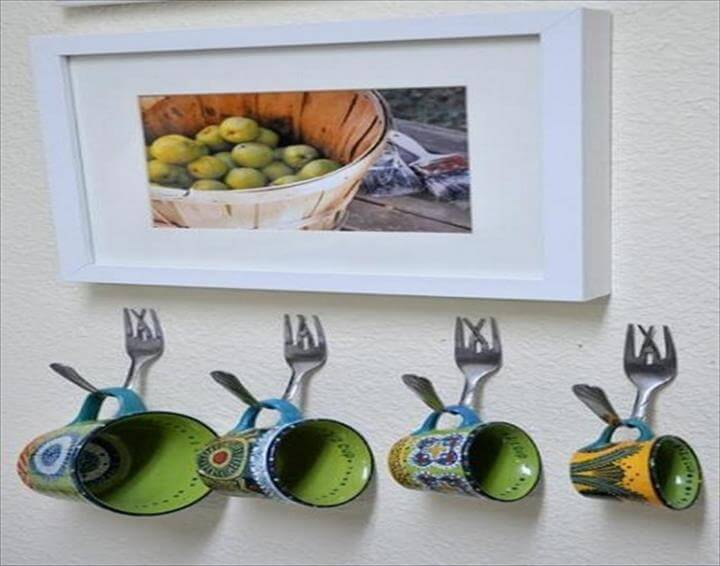 Wall Hooks, Inventive Craft Ideas for Wall Decorating with Recycled Spoons.
