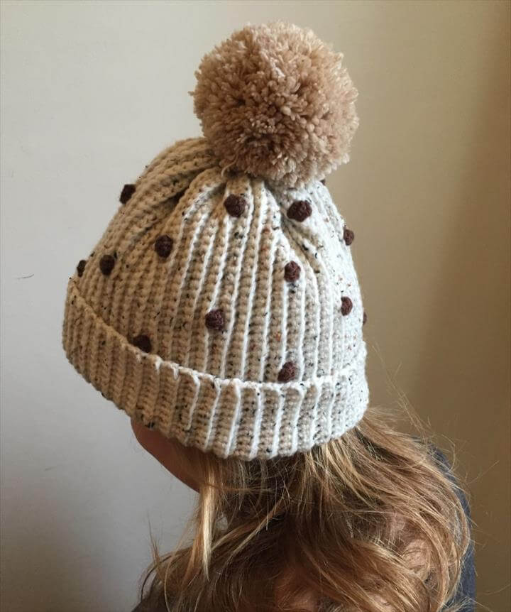 Ladies' bobbly hat