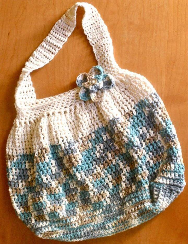Things to Make: Free Crochet Hobo Bag Pattern. Great beginner crochet pattern crochet,Crochet - bags & purses,Crochet Ideas,Crochet-bags,Hook & Needles... ...