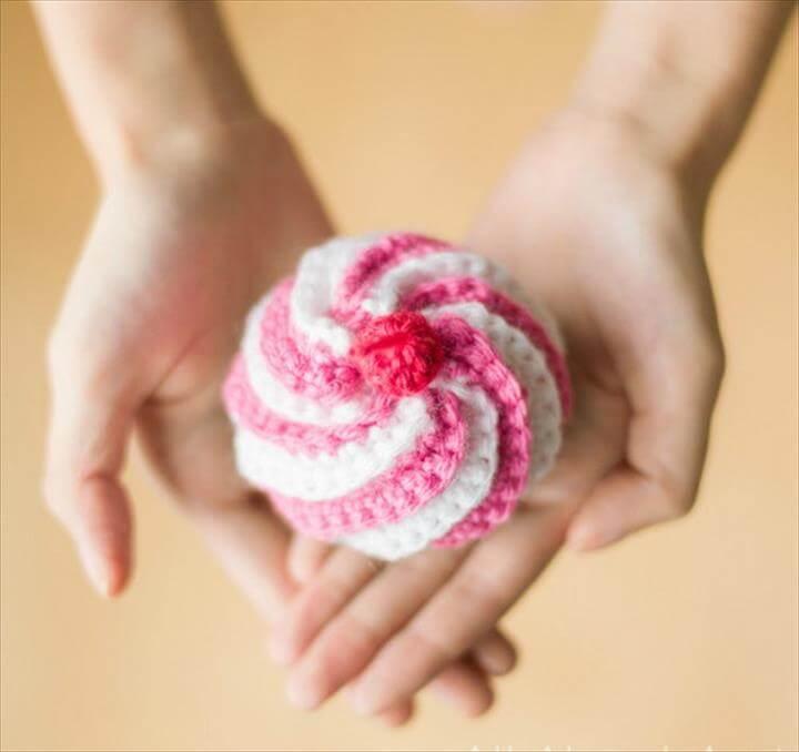 Cute Crocheted Swirly Cupcake
