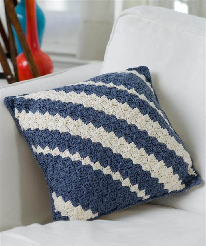 Free Patterns for Gorgeous Crocheted Pillows