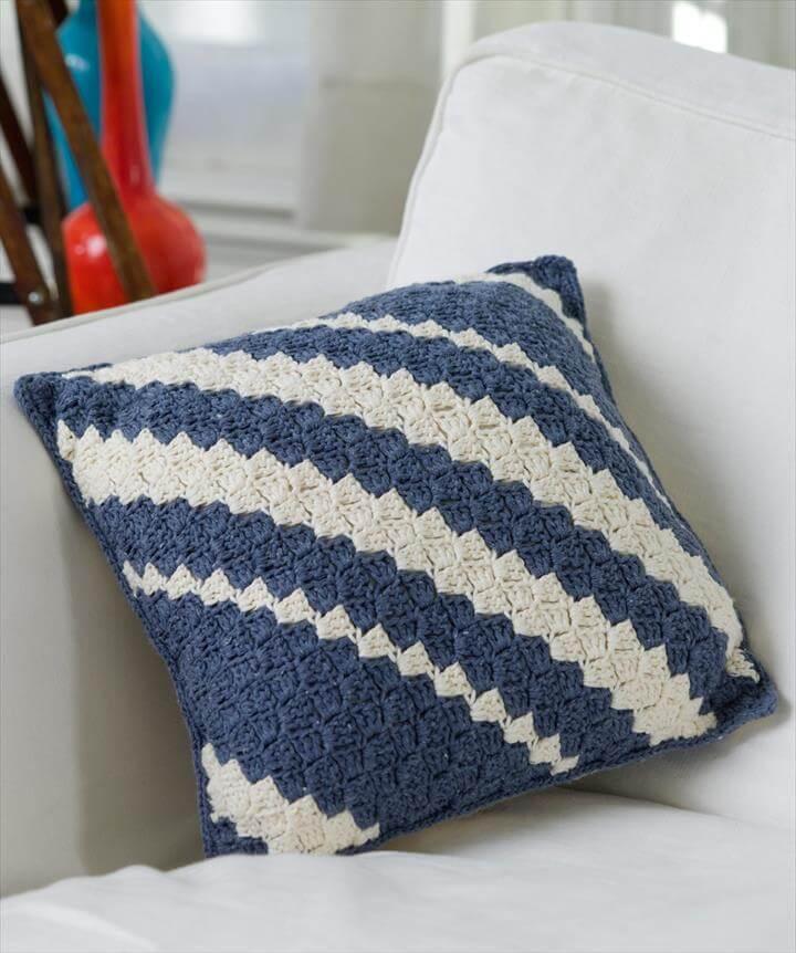 18 Beautiful Free Crochet Pillow & Cushion Patterns | DIY ...