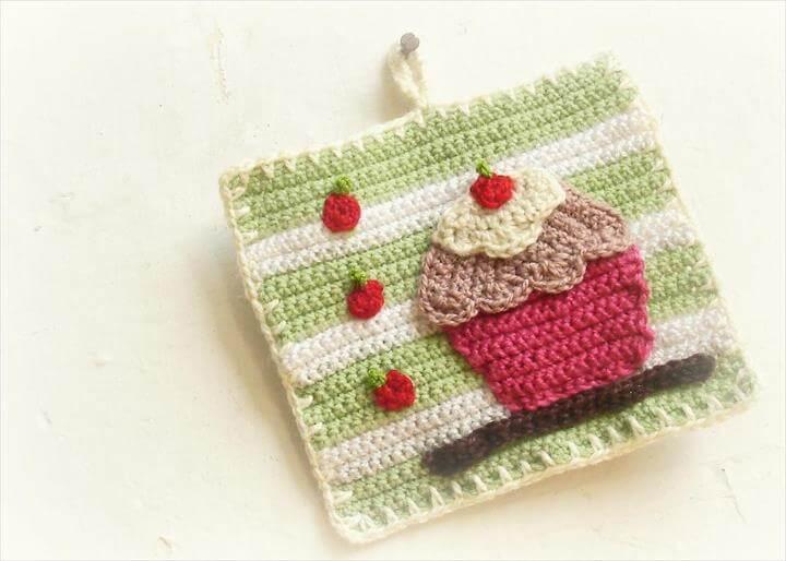 Cupcake Wall Decor Potholder Crochet Pattern