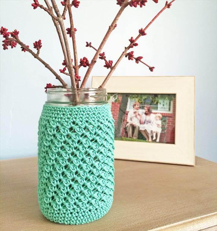 Free crochet pattern: Mason Jar Crochet Cozy. Quick and Easy home decor. Crochet