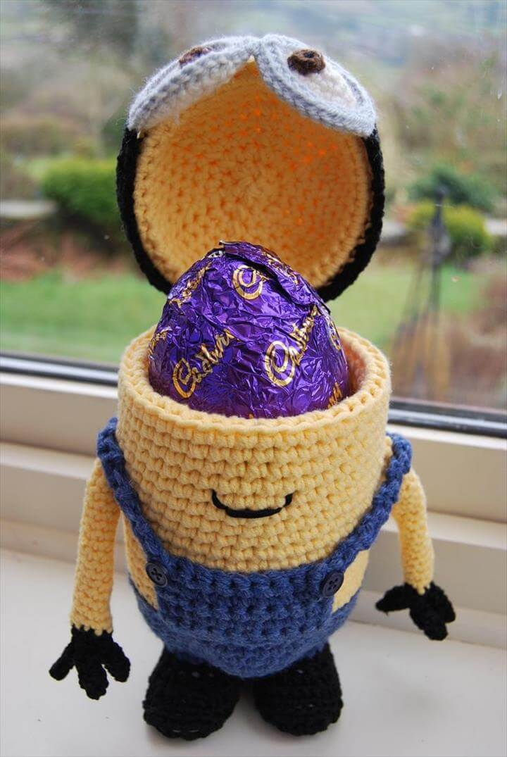 Free crochet Easter Egg holder pattern