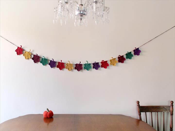 A Crocheted Autumn Decoration : Maple Leaf Garland